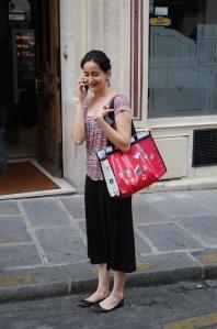 Minha amiga agora leva consigo o Projeto Ecobolsa por Paris